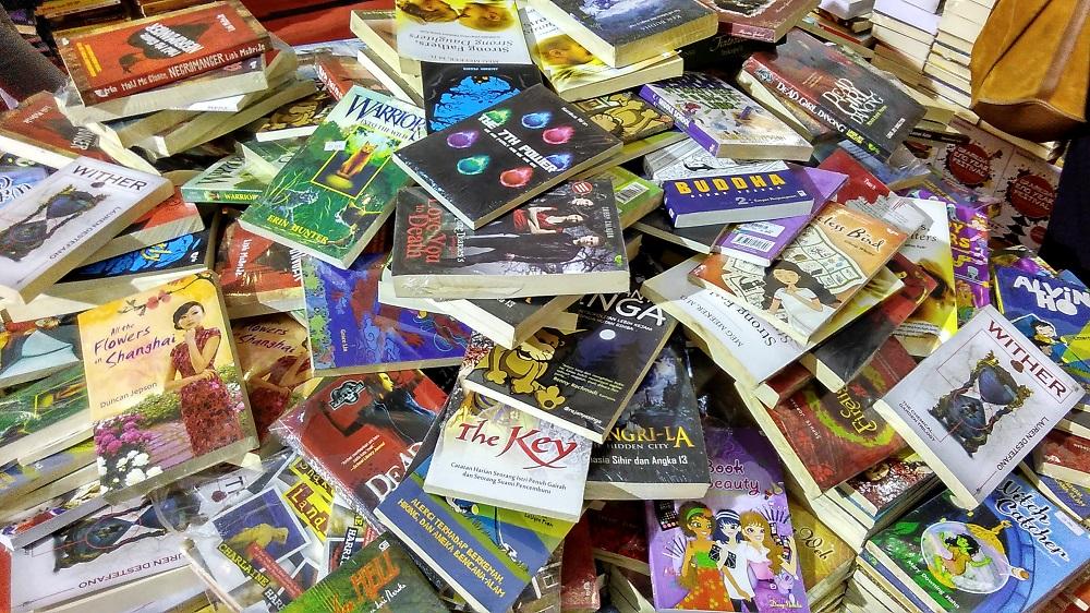 Meningkatnya jumlah buku membuat persaingan semakin ketat.